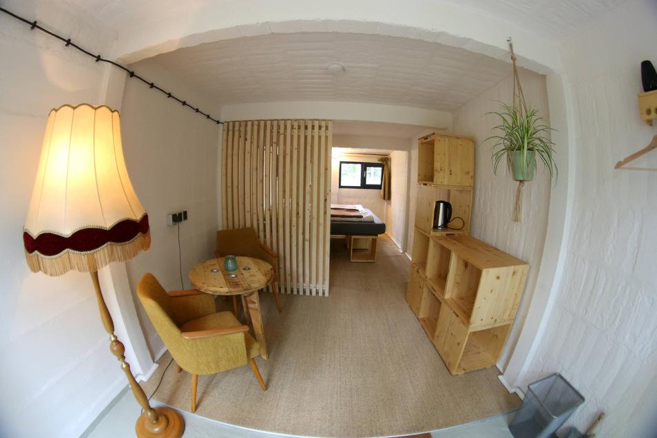 Wieder mal was neues beim Kühlhaus: diesmal sind es alte DDR-Garagen, die zu Ferienzimmern ausgebaut wurden. Die Inneneinrichtung aus Holz wurde von Vereinsmitgliedern gebaut.