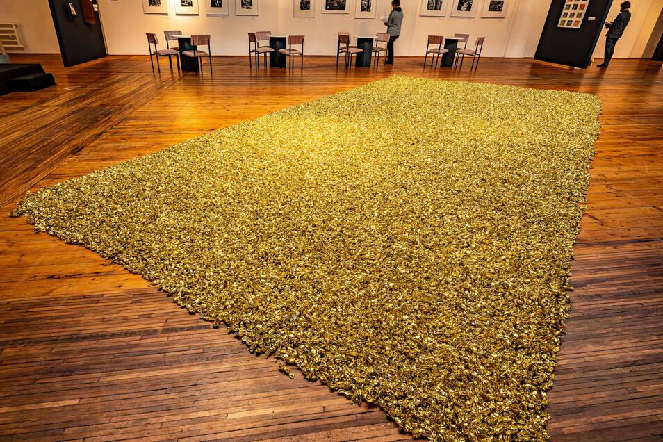 Die Art Factory Flox ist für verrückte Kunstaktionen bekannt. Vor einem Jahr ergaben 544 Kilogramm Bonbons einen spektakulären Teppich.