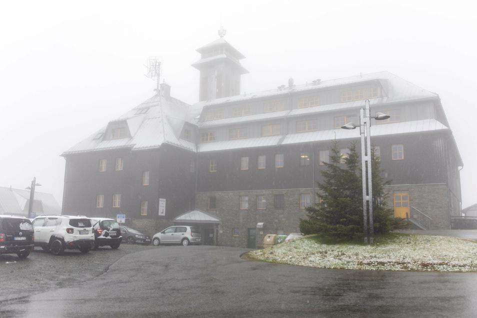 Bereits Ende September gab es auf Sachsens höchstem Berg die ersten Schneeflocken.