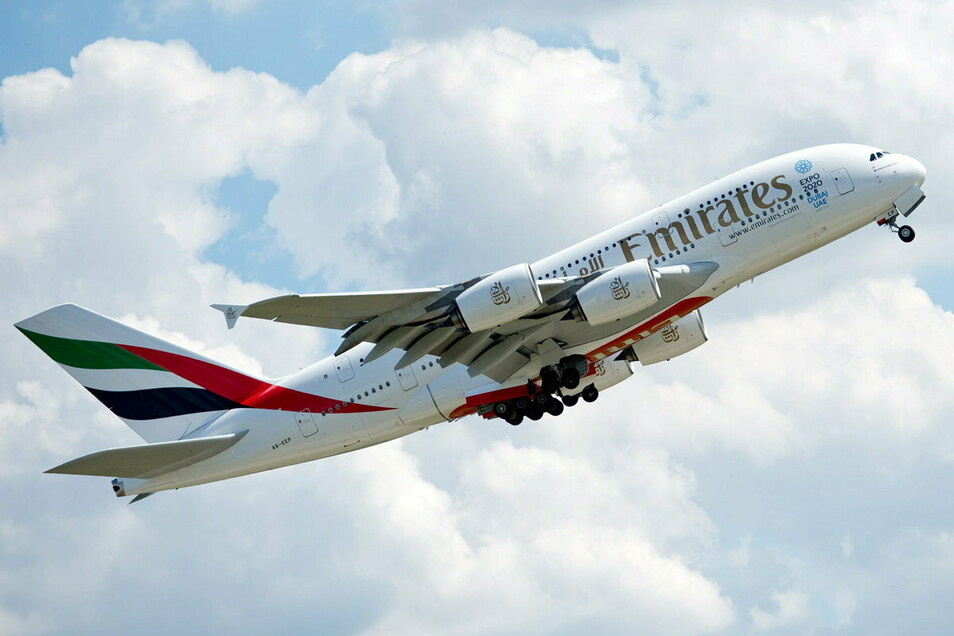 Ein Airbus A380 der Fluggesellschaft Emirates startet vom Flughafen München. Die Golf-Airline Emirates hat 2020 ihren Titel als sicherste Fluggesellschaft der Welt verteidigt.