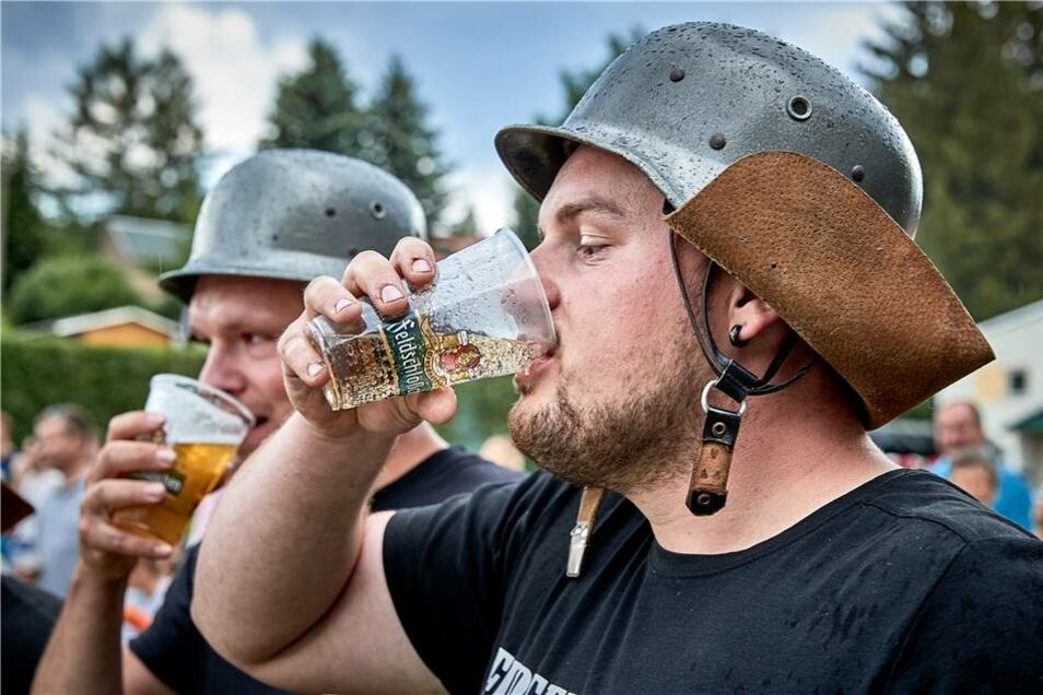 Vor dem Start musste ein Becher Bier oder etwas alkoholfreies geleert werden.