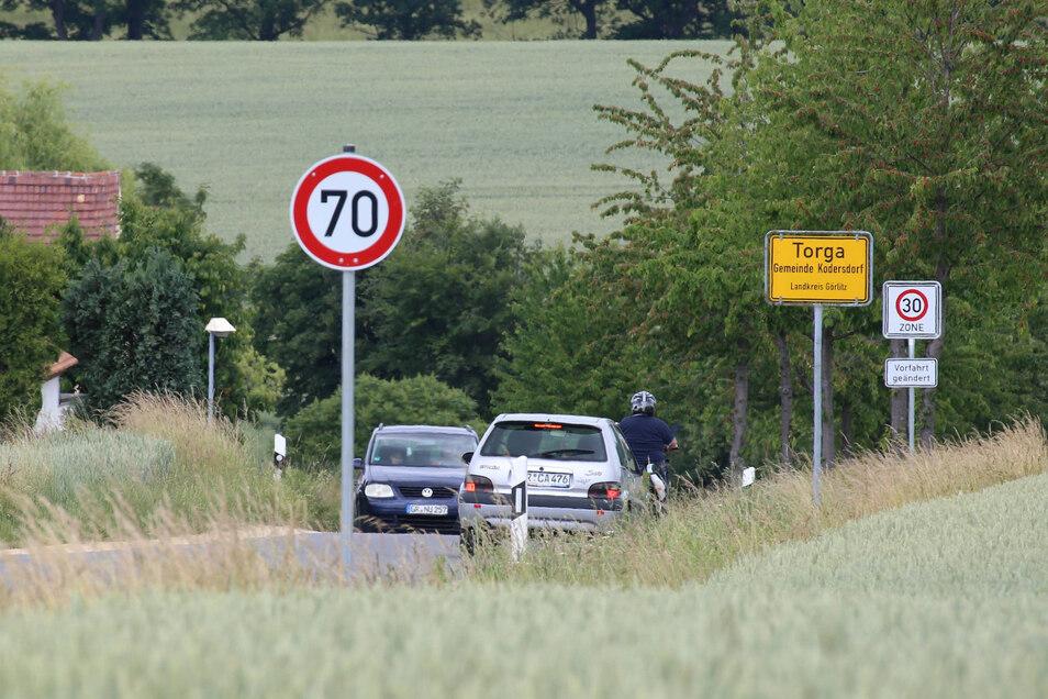 Seit Jahren ist die Straße durch Torga ein Schleichweg für Autofahrer, wenn auf der B 115 gerade wieder gebaut wird und die Piste deshalb gesperrt werden muss.