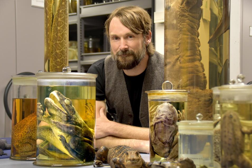 Die Passion für Schlangen und auch Frösche entdeckte Raffael Ernst schon als Kind. Heute ist er Herr über eine ganz besonderer Sammlung.