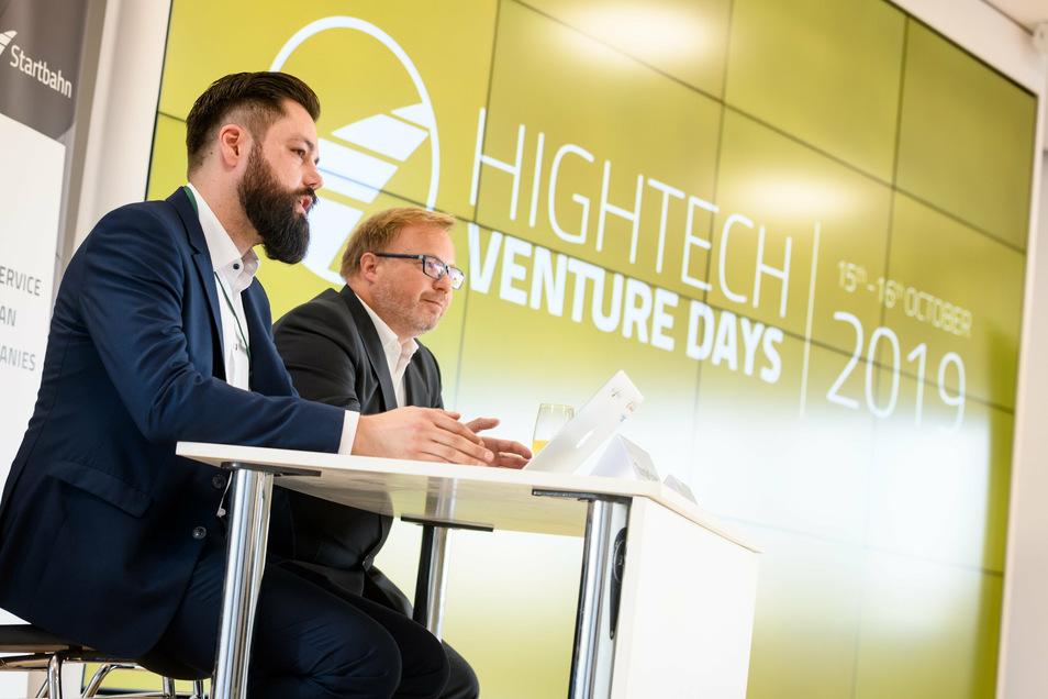 Bei den Hightech Venture Days stellen sich Hochtechnologie-Start-ups aus Dresden vor. Netzwerkmanager Thomas Schulz (vorn) und Jörg Schüler, Vorstandschef der Hightech Startbahn, machen sich für die Initiative stark.