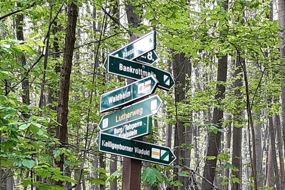 An dieser Stelle ist Schluss. Wanderer können nur nach rechts abbiegen.