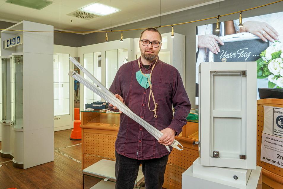 Ivo Scholze nutzt den Lockdown, um das Uhren- und Schmuckgeschäft Scholze im Bautzener Kornmarkt-Center umzubauen.