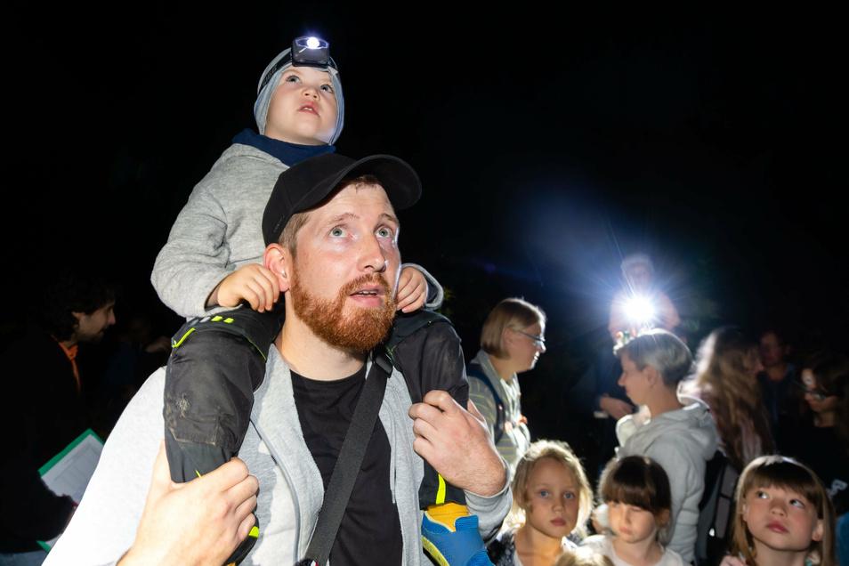 Diesen Augen entgeht keine Fledermaus. Papa Jan Delitscher mit seinem vierjährigen Sohn Ole.