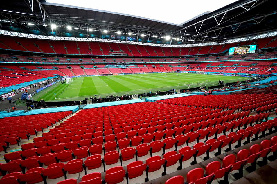 60.000 Zuschauer sollen beim EM-Finale am 11. Juli im Wembley-Stadion dabei sei. Darunter auch 2.000 ausländische Fans, für die Corona-Sonderregeln gelten sollen.