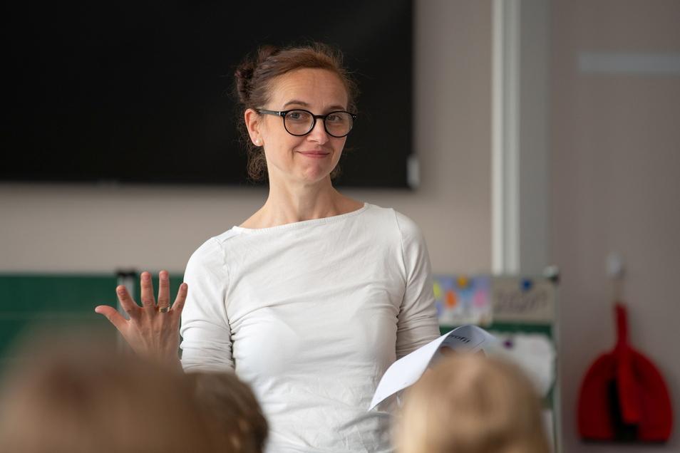 """Maria Koch unterrichtet an Dresdens 30. Grundschule Deutsch, Mathe, Sachunterricht, Sport und Musik. """"Es ist mein Traumberuf"""", sagt sie."""