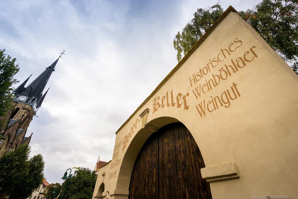 """Das historische Weingut """"Peterkeller"""" am Kirchplatz in Weinböhla öffnet am Freitag und am 20. August sein Tor für Gäste, um mit Wein und Musik gut ins Wochenende zu kommen."""
