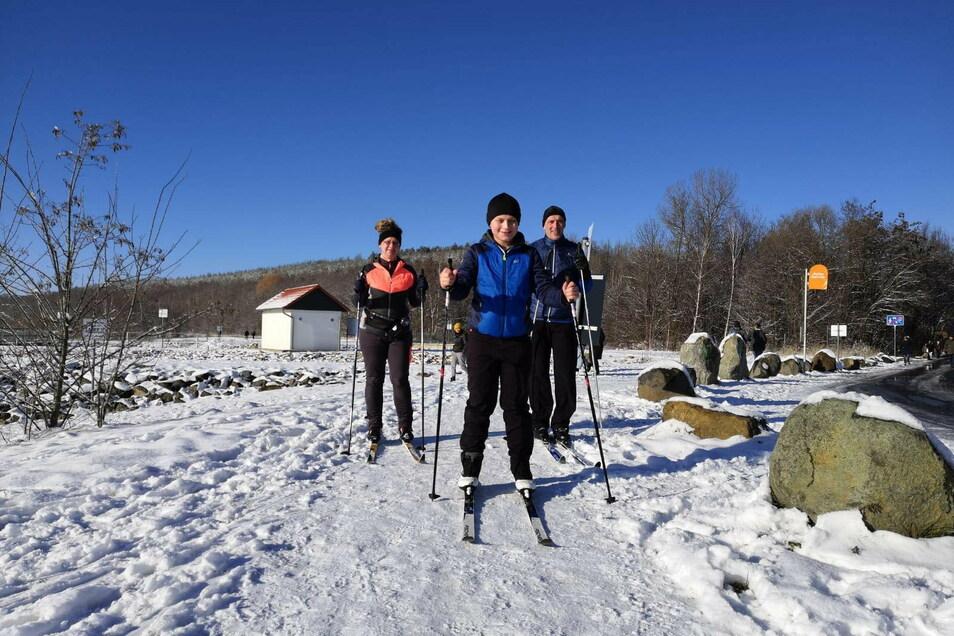 Viele Görlitzer nutzten das wunderbare Winterwetter rund um den Berzdorfer See zum Ski laufen, Schlitten fahren oder Spazieren gehen.