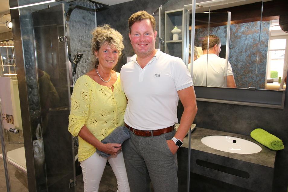 Angela und Uwe Thimm, Inhaber der Firma Uwe Thimm - Raumkonzepte - Schöne Bäder, bieten ihren Mitarbeitern seit Februar an, im vier Tage Rhythmus zu arbeiten. Das mache die Firma auch attraktiver auf dem Arbeitsmarkt.