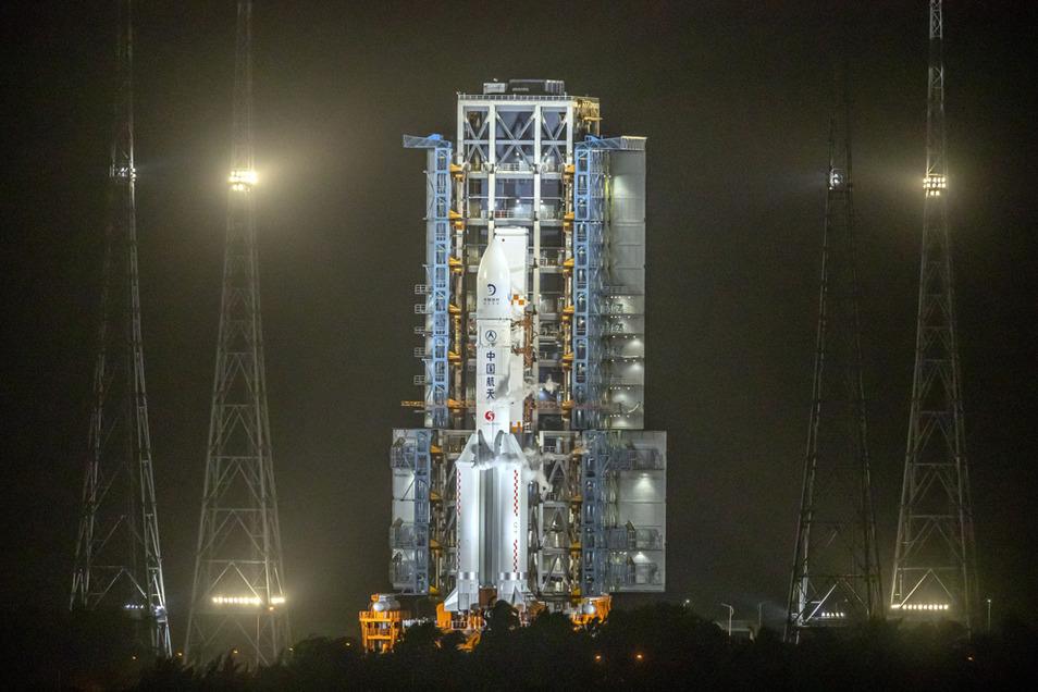 Bei der unbemannten Mission soll nach einer Mondlandung erstmals seit mehr als vier Jahrzehnten auch wieder Mondgestein zur Erde gebracht werden.