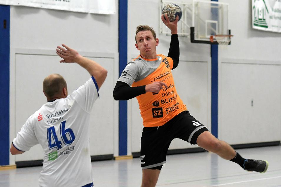 Der VfL Waldheim 54, am Ball Rico Fritsche, will beim HV Böhlen möglichst zwei Punkte holen. Die Verbandsligamannschaft der HSG Neudorf/Döbeln, links Stanley Meding, hat dagegen spielfrei.