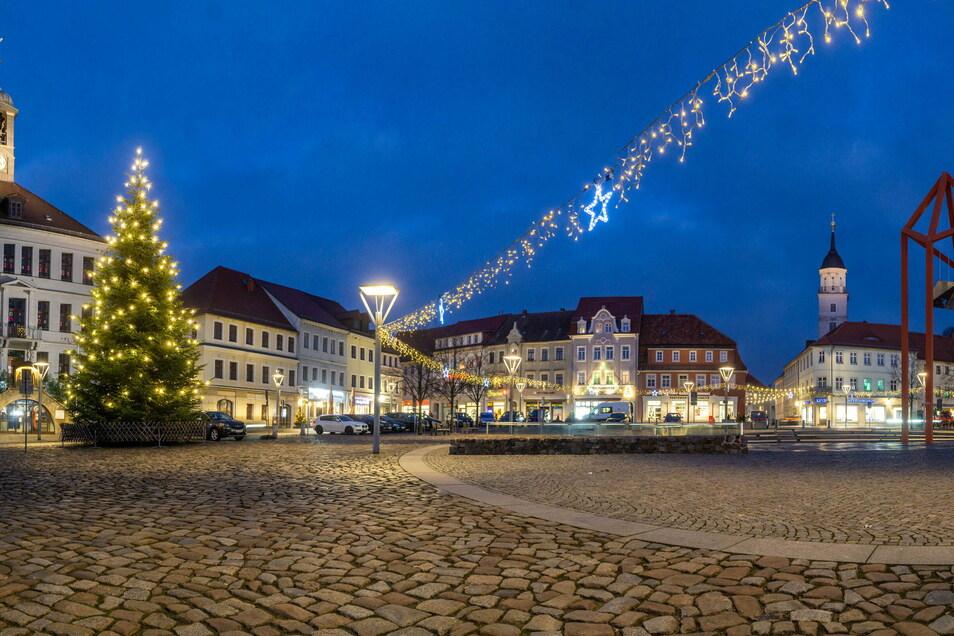 Einen Weihnachtsmarkt gibt es in Bischofswerda in diesem Jahr nicht. Neben der Beleuchtung und dem Baum auf dem Altmarkt will die Stadt auch digital für Weihnachtsstimmung sorgen.