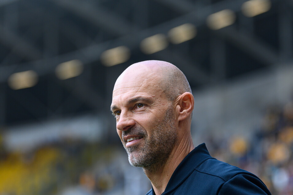 """Dynamos Trainer Alexander Schmidt äußert sich in der Sendung """"Doppelpass"""" bei Sport1 auch zur Abwehr-Problematik."""
