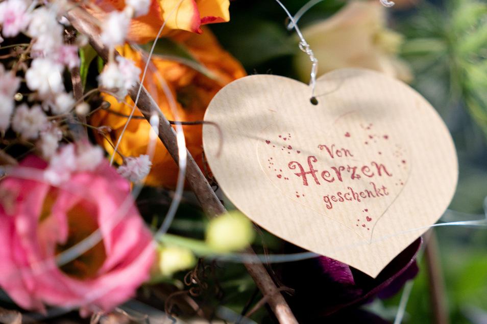 Blumen gibt es am Freitag zum Valentinstag. Die SZ hat auch Tipps für die, die ausgehen wollen.