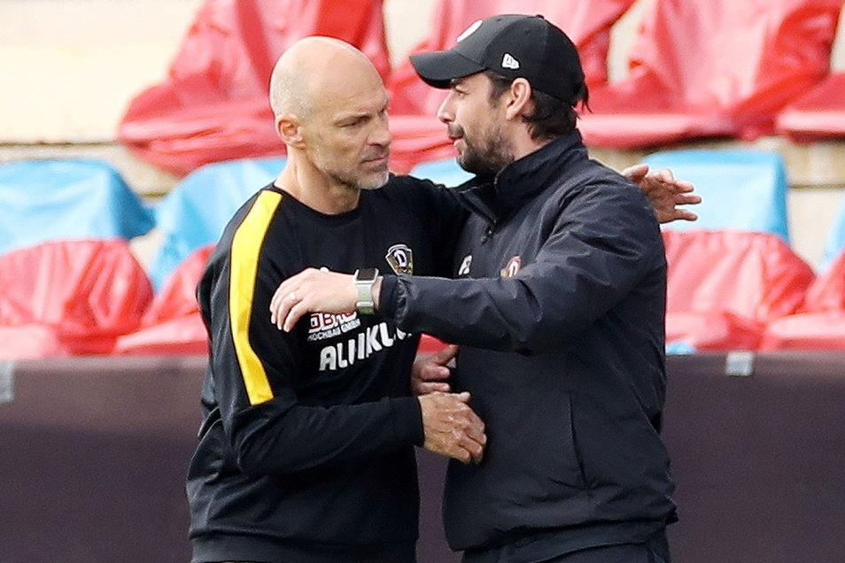 Große Freude sieht anders aus. Alexander Schmidt klatscht mit Co-Trainer Ferydoon Zandi kurz ab - und weiter geht's. Noch ist schließlich nichts erreicht.