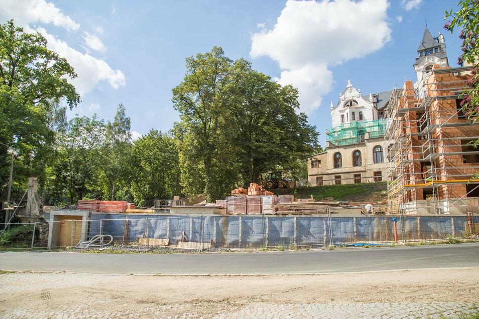 Unterhalb der Villa Goethestraße 5 entsteht derzeit eine Tiefgarage. Der Eigentümer wollte hier auch ein neues Wohnhaus errichten, bekam dafür aber keine Genehmigung.