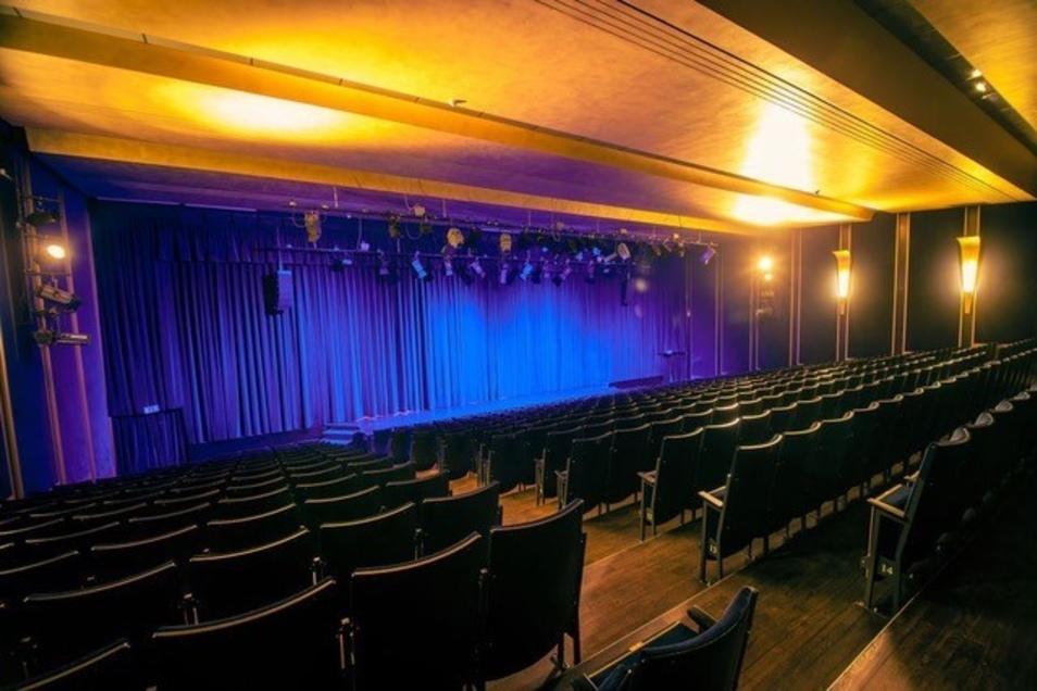 So leer ist der Saal des Boulevardtheaters ein Anblick, an den sich die Leiter nicht gewöhnen können..
