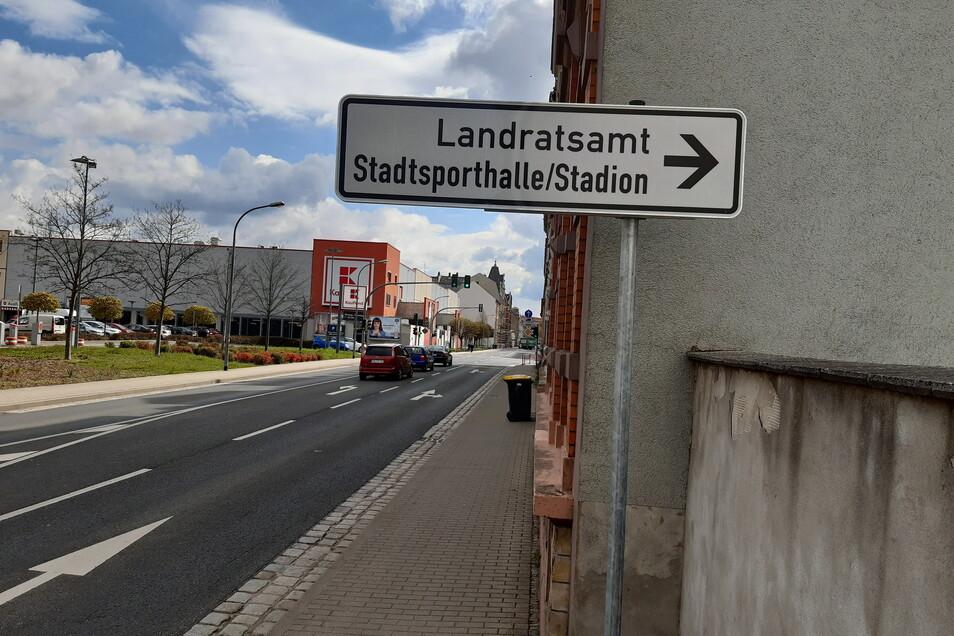Von der Franz-Mehring-Straße kommend, geht es über die Mulden- und Roßweiner Straße zum Landratsamt.