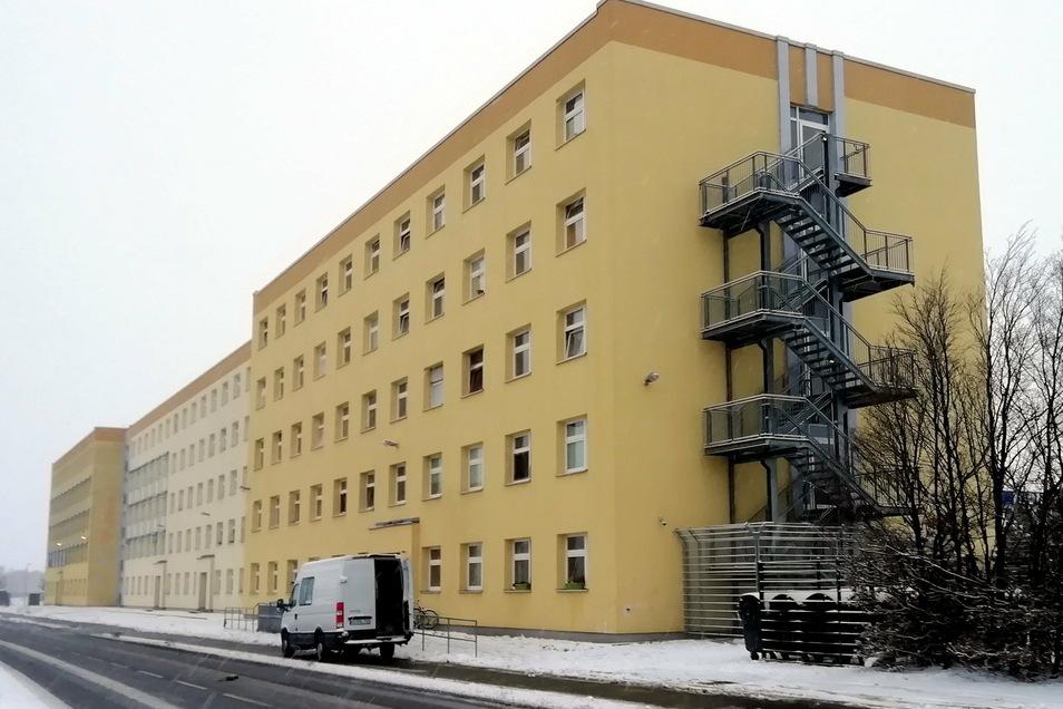 Im Kamenzer Asylbewerberheim an der Macherstraße wurden 13 Bewohner positiv auf Corona getestet. Weitere Testergebnisse stehen noch aus.