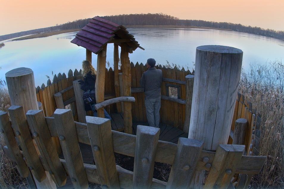 Entlang des Naturerlebnispfades, der rund um die Guttauer Teiche und den Olbasee führt, bieten 30 Stationen abwechslungsreiche Entdeckungen.