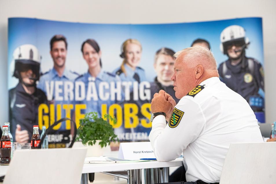 """Sachsens Polizeipräsident Horst Kretzschmar hält die Polizei für gut gerüstet für die Anforderungen einer möglichen vierten Welle. Und sieht sich durch die Ergebnisse der Studie """"Polizeidienst in Krisenzeiten"""" darin bestätigt."""