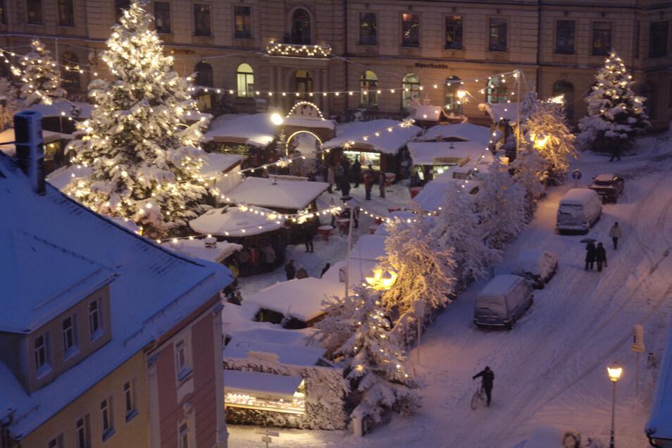 So kennt man den Weihnachtsmarkt heute. Nur mit dem Schnee könnte es bis Heiligabend eng werden.