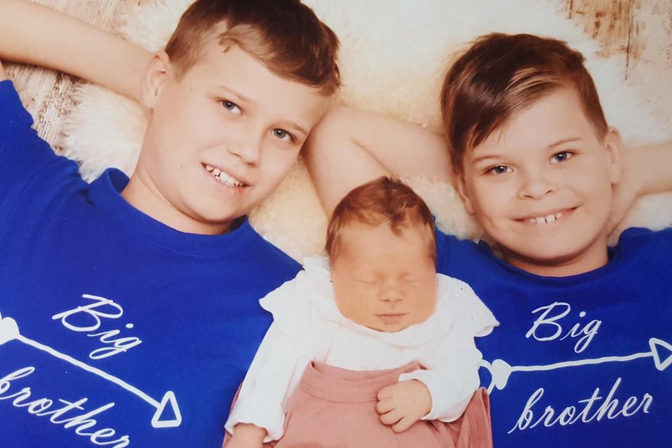 Mila Geboren am 8. Januar Geburtsort Kamenz Gewicht 3.365 Gramm Größe 49 Zentimeter Eltern Anja und Steffen Volland Geschwister Felix und Tino Wohnort Kamenz