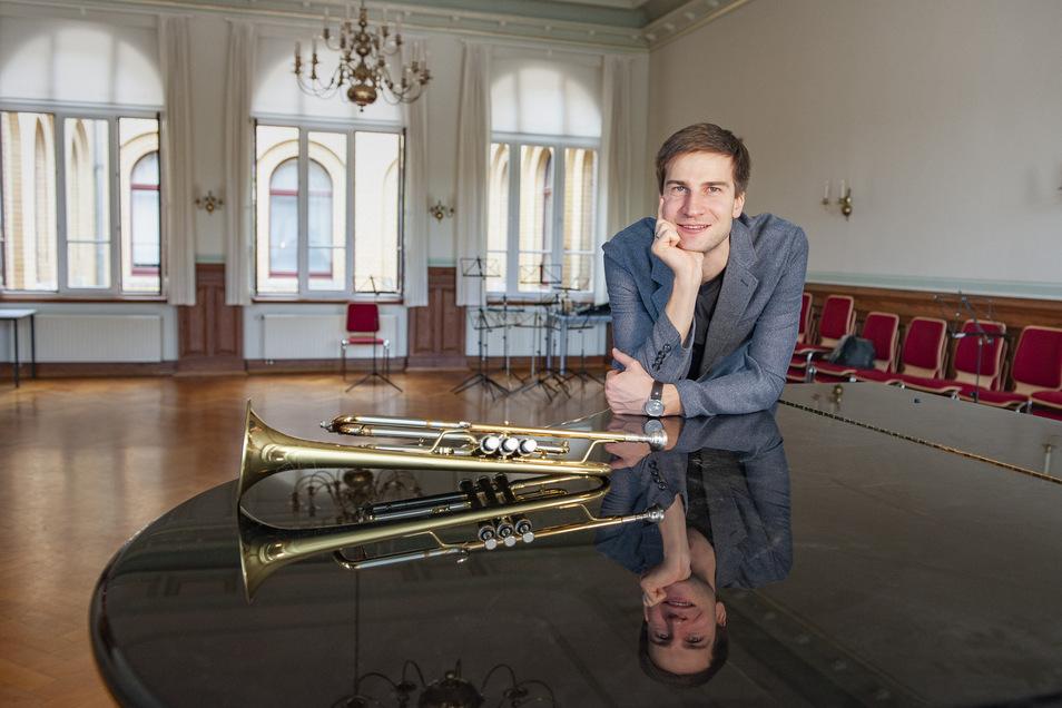 Markus Kuhn, der Leiter des Musikschulbezirks Riesa-Großenhain, hat derzeit keine Schüler direkt vor sich. Doch Fernunterricht gibt auch er.