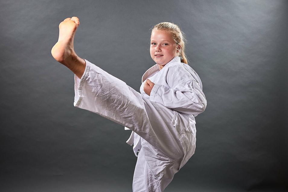 Johanna Schäfer aus Lohmen mag die Kunst der Selbstverteidigung ohne Waffe. Die Karateka öffnet das 14. Türchen im SZ-Adventskalender.