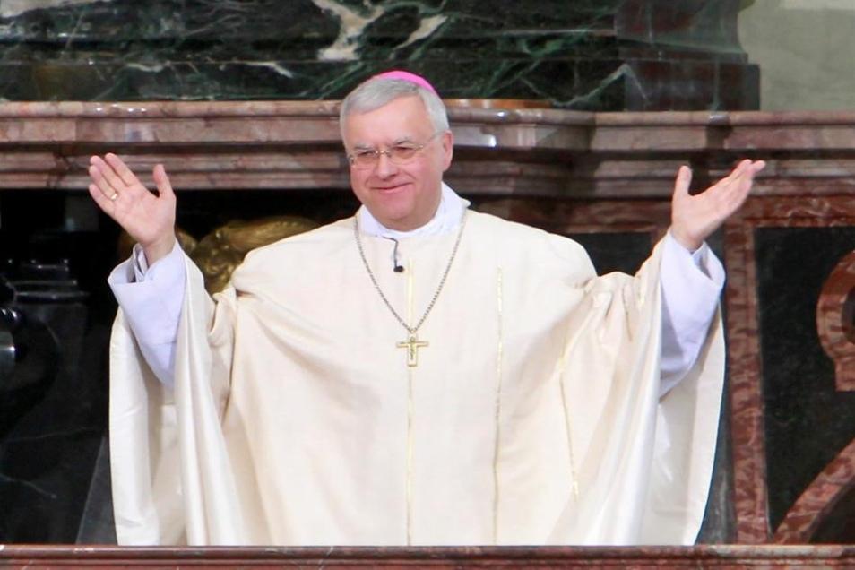 Der Rheinländer Heiner Koch ist der 49. Bischof der drittkleinsten deutschen Diözese und Nachfolger von Joachim Reinelt, der Anfang 2012 in den Ruhestand ging.