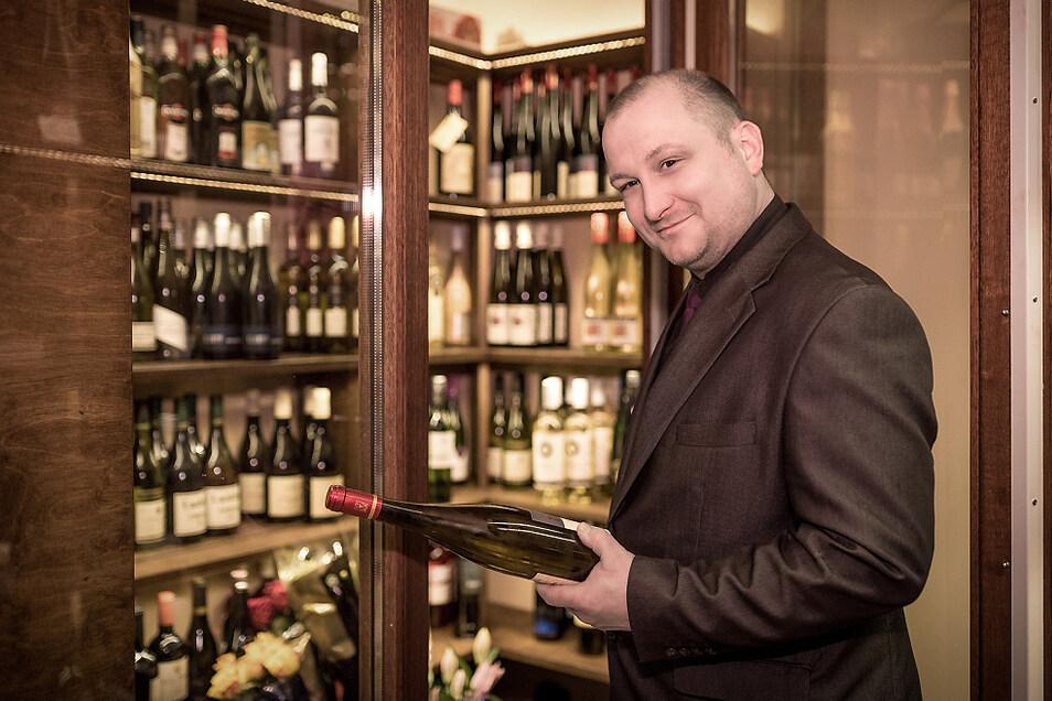Westphalenhof-Gastgeber Oliver Westphal im Wein-Kontor, das auch jetzt geöffnet hat.