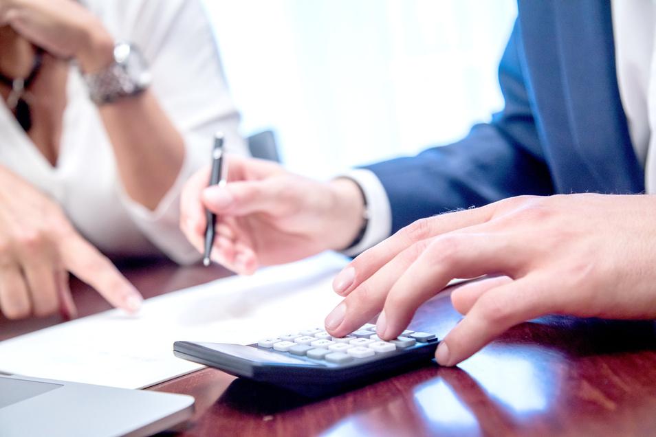 Profis helfen beim Weg aus der Schuldenfalle.