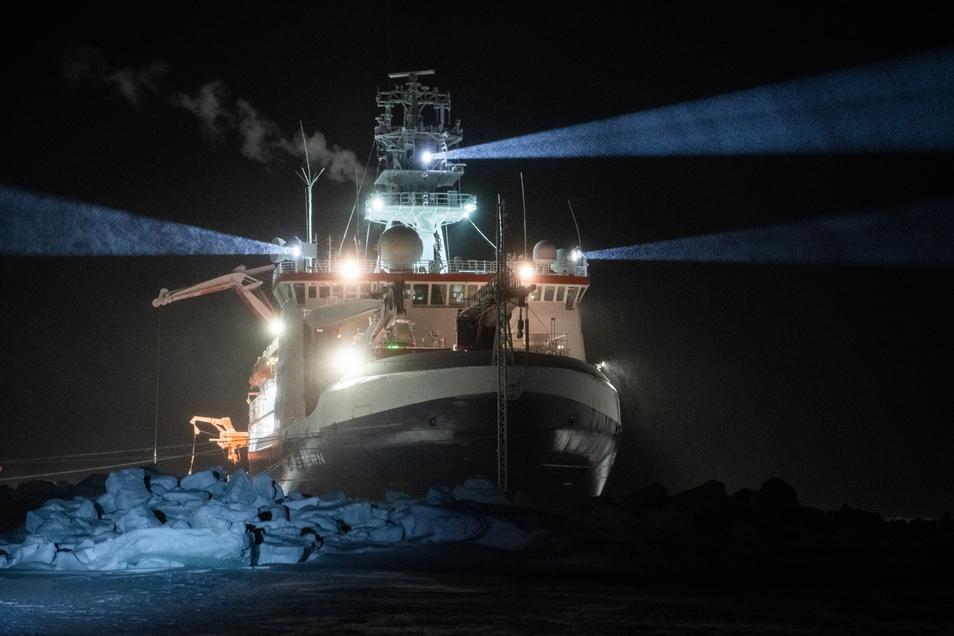 Ein halbes Jahr Dunkelheit liegt hinter der Polarexpedition Mosaic. Mit dem Märzlicht sollten nun auch die Polarflieger zur Polarstern kommen. Das wird erst einmal nichts.
