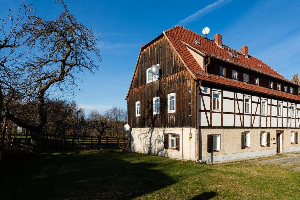 Das historische Fachwerkhaus in Ullersdorf hat die Stadt Radeberg verkauft. Hier befand sich das ehemalige Ortsamt.