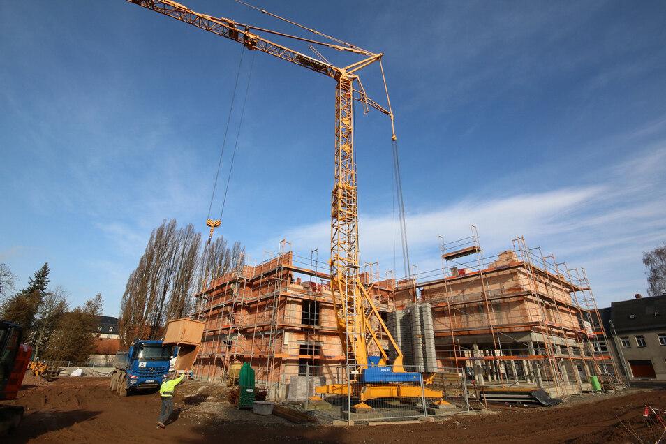 Januar 2020: Die ersten Stockwerke des vorderen Objektes stehen schon.