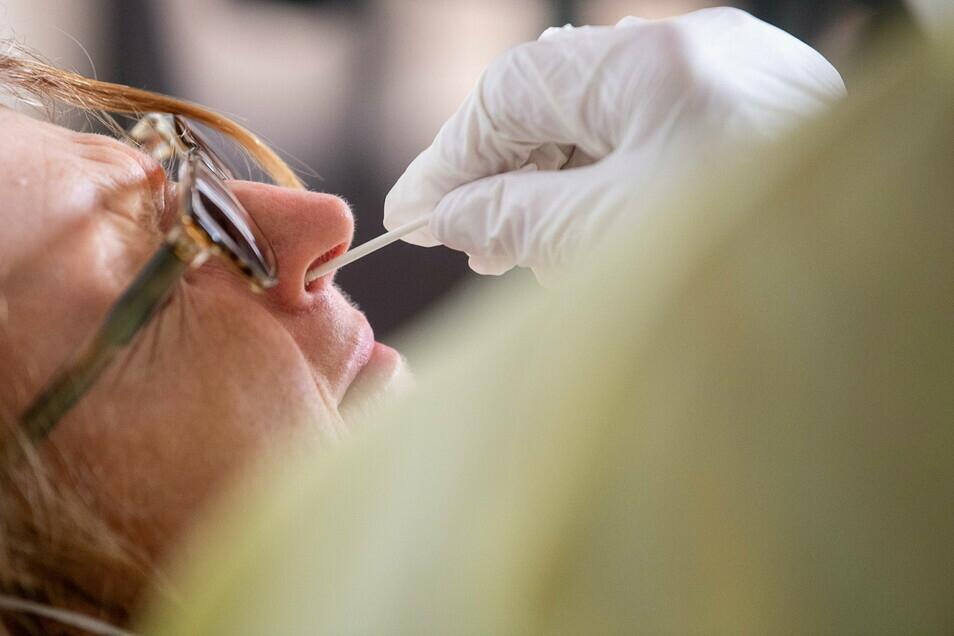 Erst durch Corona-Schnelltests werden auch im Kreis Görlitz viele Infektionen gefunden.