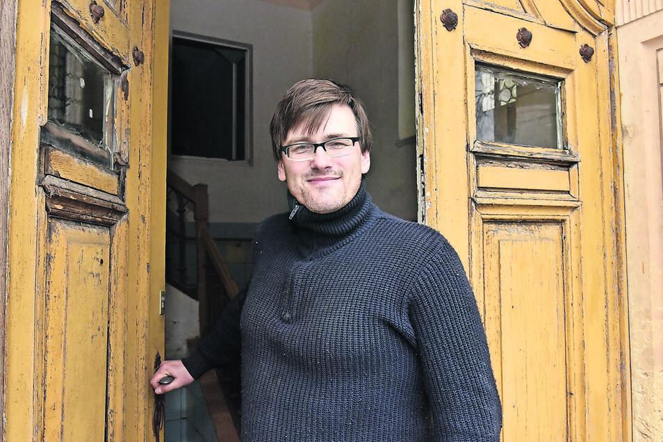 Konstantin Hermann, der Eigentümer des Schlosses im Dippser Ortsteil Schmiedeberg bekommt Unterstützung durch einen Verein.
