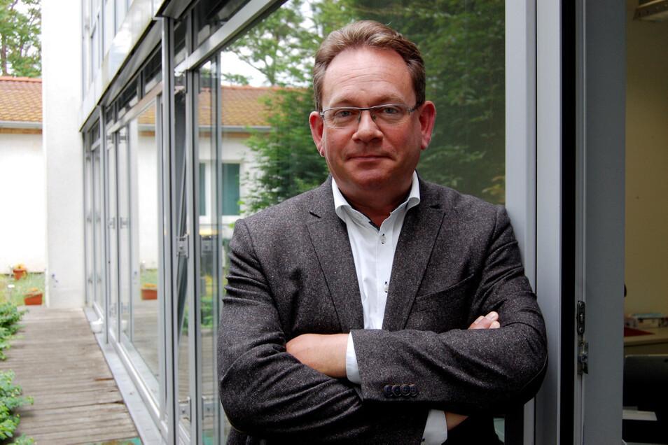 Bernhard Waldau hat sein Büro in Hoyerswerda im Lichthof des Rathauses.