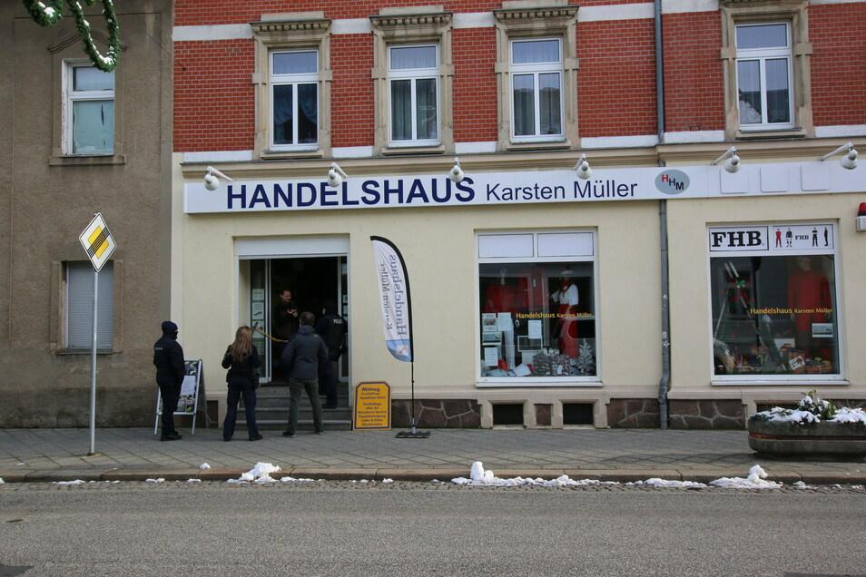 """Vergangene Woche hat sich Karsten Müller an der Aktion """"Händler machen auf(merksam)"""" beteiligt. Weil er seinen Laden wirklich für die Kunden geöffnet hatte, kam die Polizei. Wie hoch das angekündigte Bußgeld ausfällt, weil er sich der Corona-Verordnung wi"""