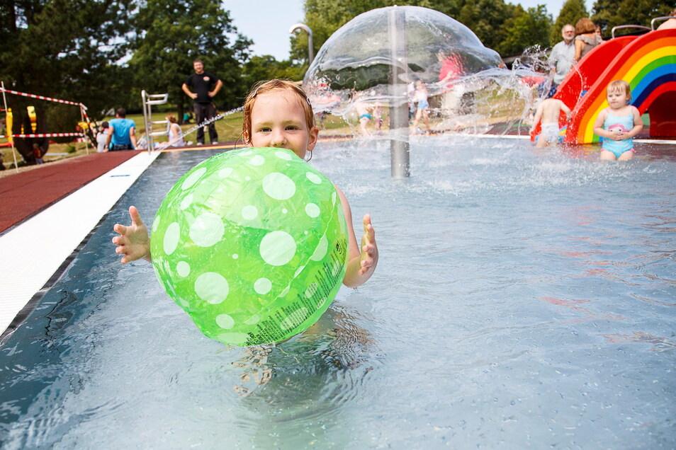 Anfang August 2015 wurde die Badelandschaft für Kinder im Görlitzer Helenenbad eröffnet.