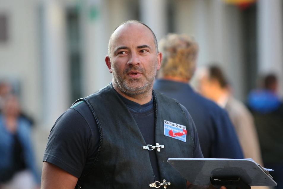 AfD-Kandidat Steffen Janich nutzt die Anti-Corona-Debatte, um bei Demonstrationen auf sich aufmerksam zu machen.