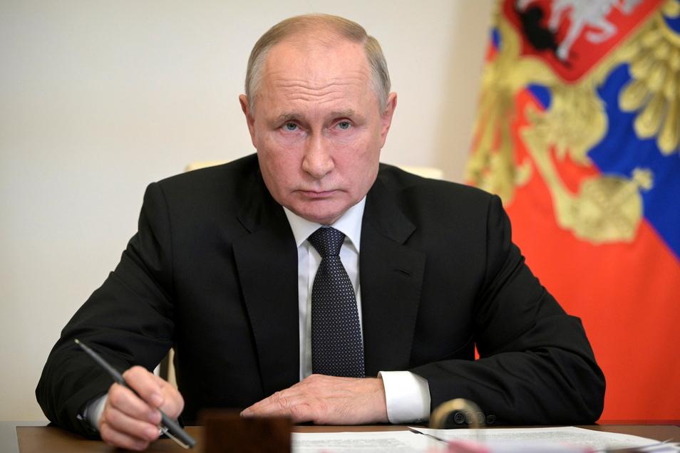 Engste Vertraute im Umfeld des russischen Präsidenten Wladimir Putin sind als Begünstigte bei Briefkastenfirmen gelistet.