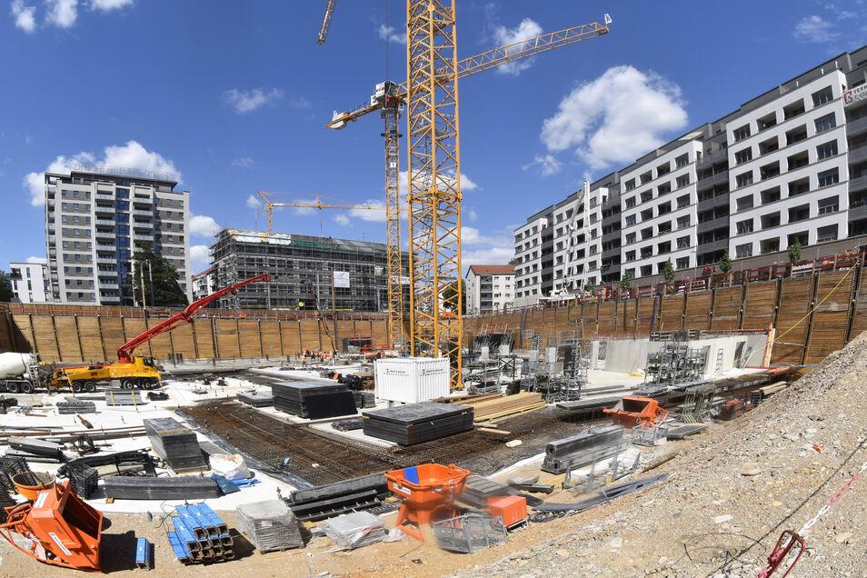 So sah die Baugrube im Juni dieses Jahres aus. Damals wurde die Bodenplatte gebaut.