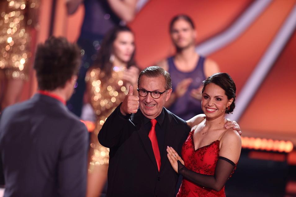 """Jan Hofer, Moderator, und Christina Luft, Profitänzerin, reagieren positiv auf ihr Ausscheiden bei der siebten RTL-Show von """"Let's Dance""""."""