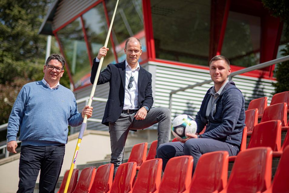 Torsten Edelmann, Thomas Elitzsch und Tino Rölz (v.l.) vom SV Einheit Kamenz hoffen, dass es mit dem Sport bald wieder richtig losgehen kann.