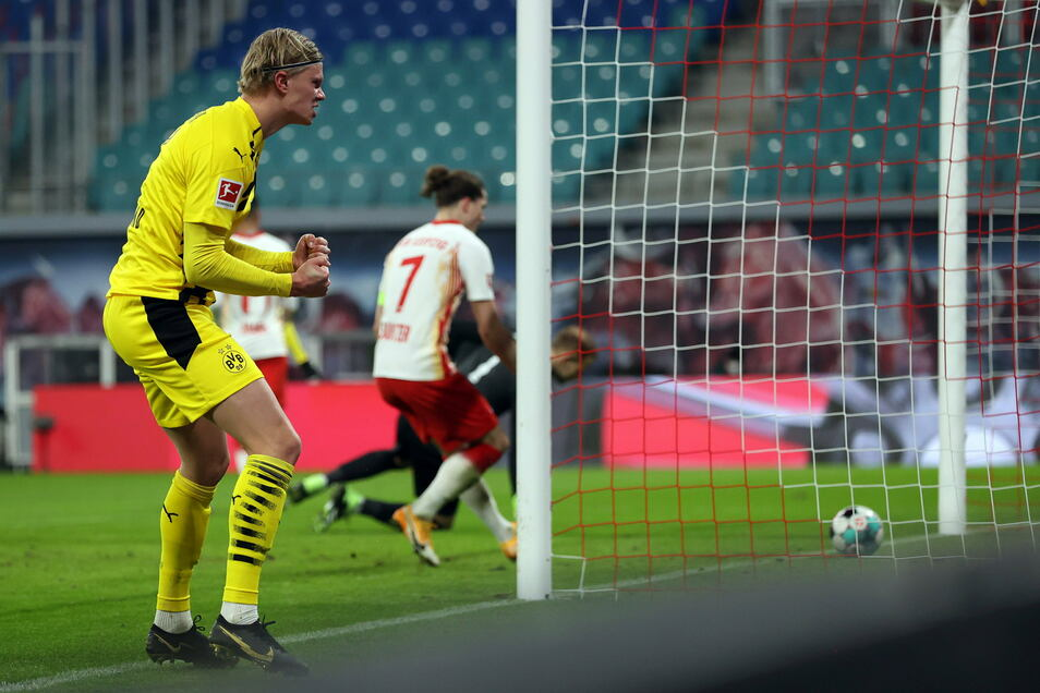Er jubelt erneut über zwei Treffer in Leipzig: Erling Haaland schießt Borussia Dortmund zum Sieg im Spitzenspiel gegen RB.