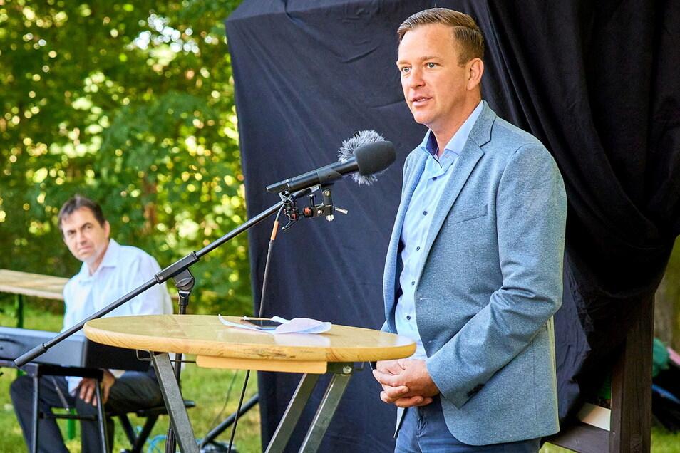 Gehören jetzt zum Alltag von Bürgermeister Thomas Peters: öffentliche Auftritte wie hier in Hellendorf zum Olympia-Jubiläum.
